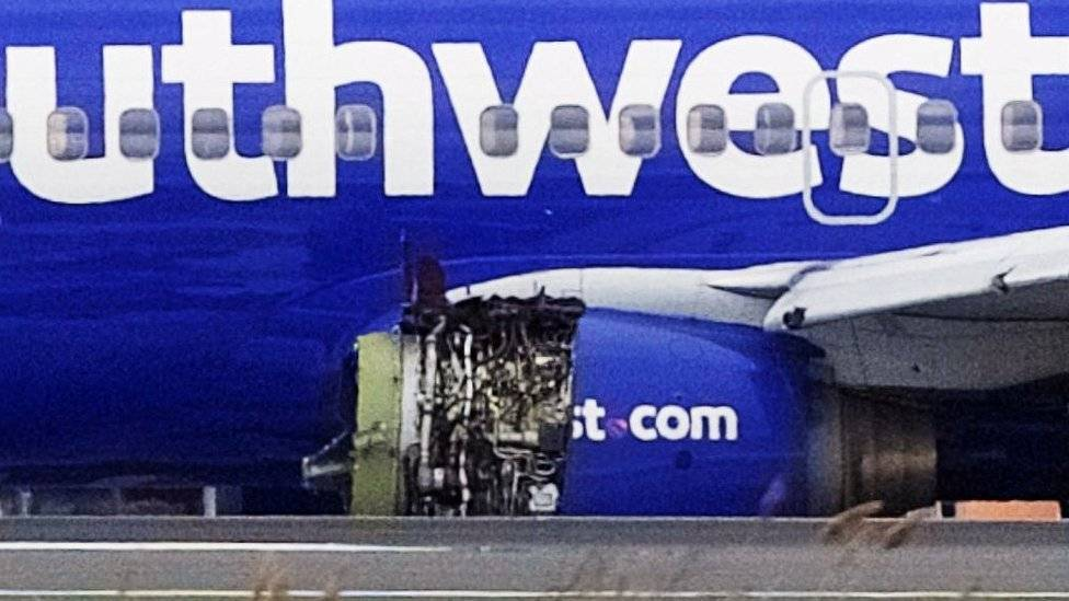 Pasajera murió por la explosión de una turbina de avión