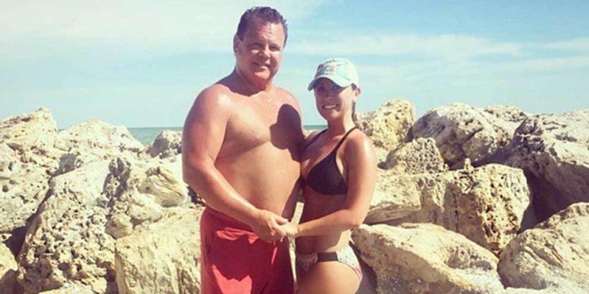 Rei da WWE quase morre durante relação sexual com namorada 40 anos mais jovem