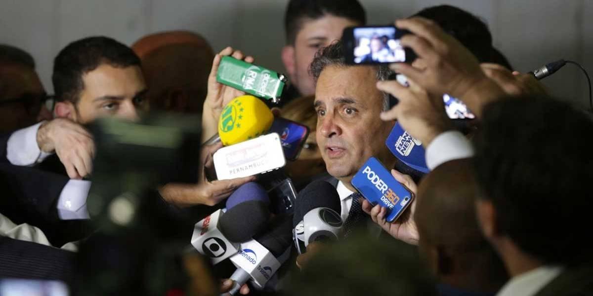 Aécio Neves (PSDB) é hostilizado durante votação em Belo Horizonte