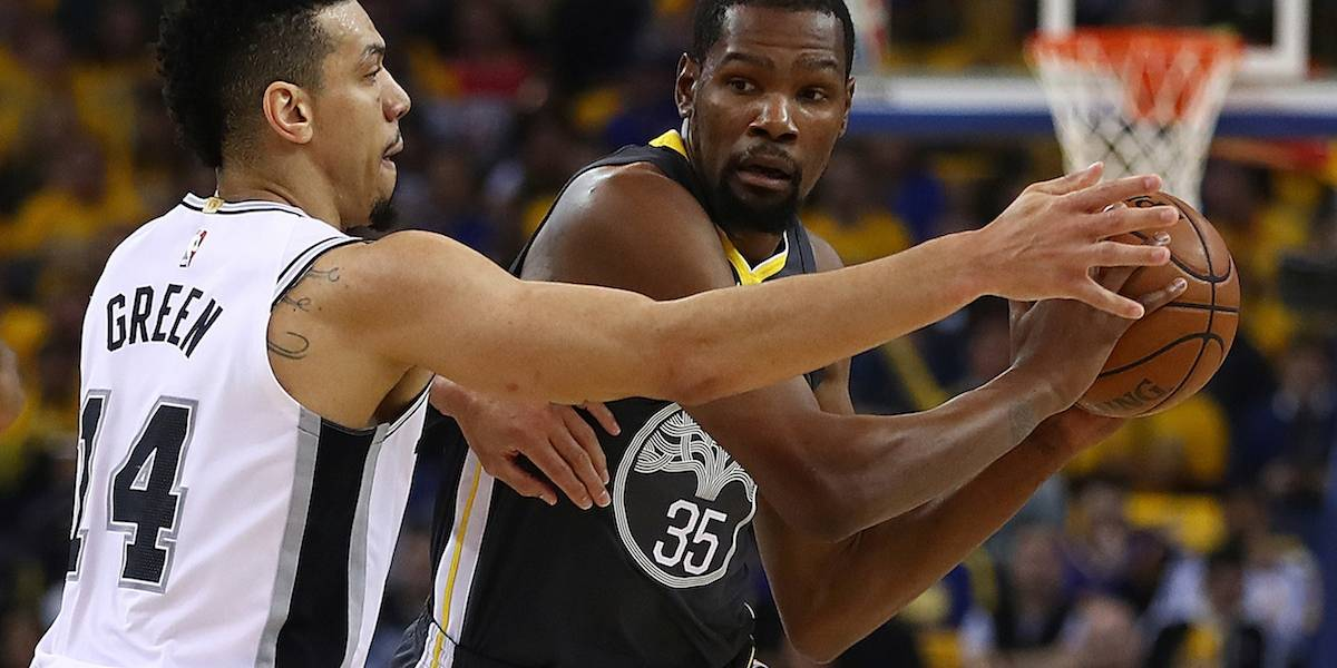Durant y Thompson guían a Warriors en remontada ante Spurs