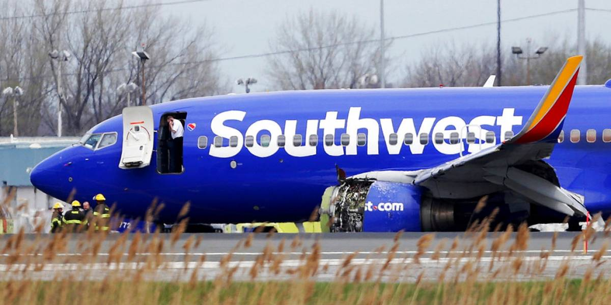 Explota motor de avión de Southwest; aterriza de emergencia en Filadelfia (+fotos)