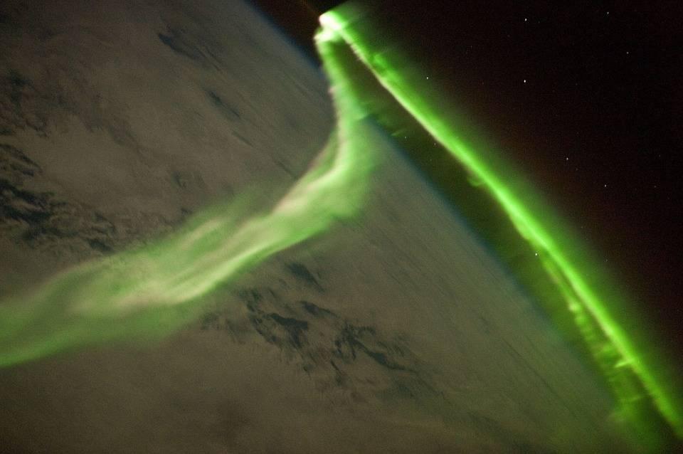 Aurora Austral crea espectáculo de luces en base Antártica