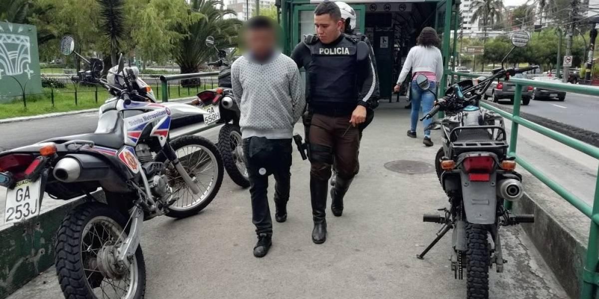 Quito: Un hombre fue detenido por presunto robo en La Ecovía
