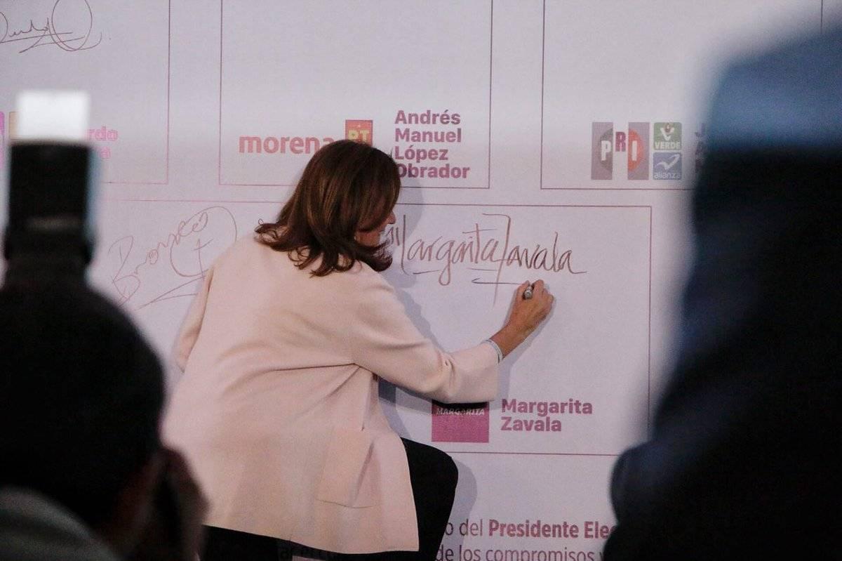 Margarita Zavala suscribe compromisos por la infancia