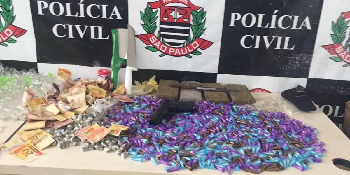Homem tenta fugir da polícia, mas bate em viatura e acaba preso em Guarulhos