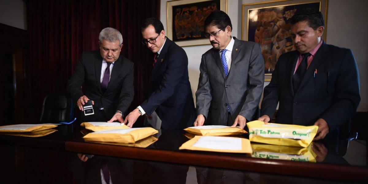 Comisión de postulación entregó a Presidencia lista de aspirantes a fiscal general