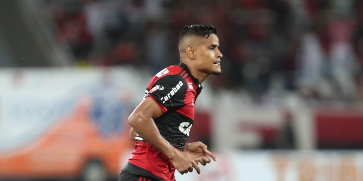 São Paulo anuncia a contratação do meia-atacante do Flamengo