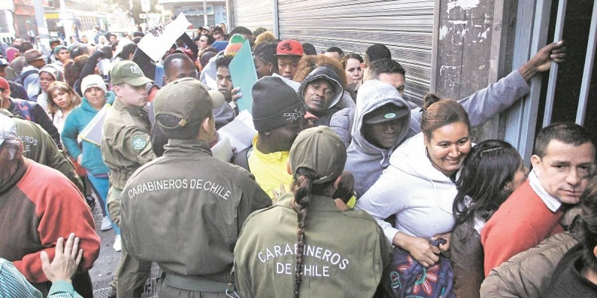 Haitianos y venezolanos colapsan Migración en Chile por nuevas visas