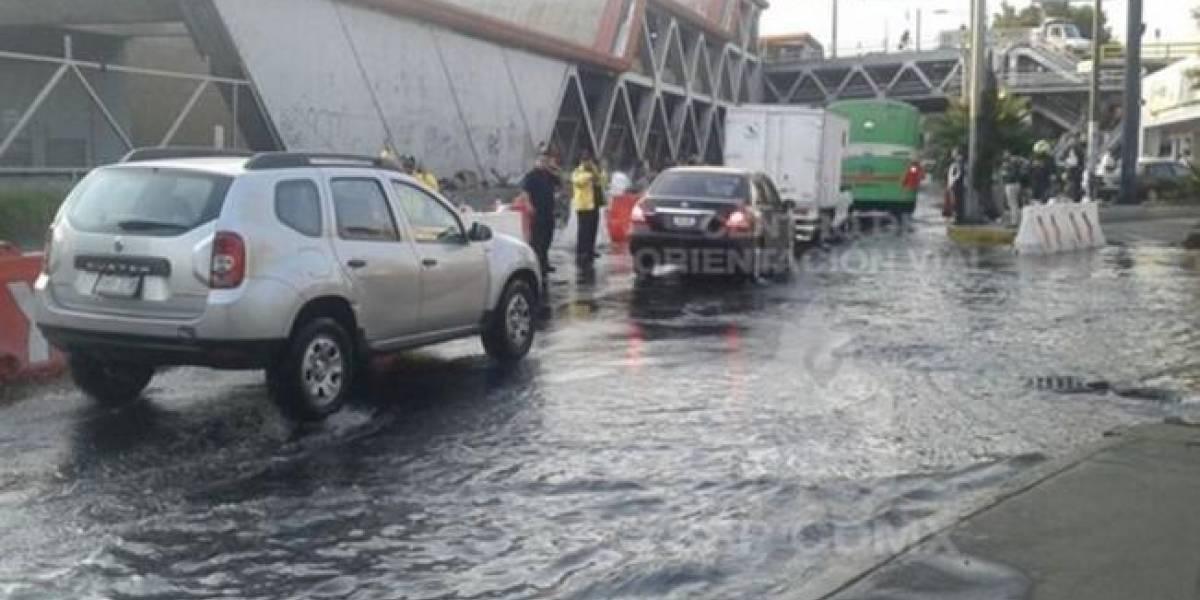 Fuga de agua causa cierre parcial del Eje 3 Oriente