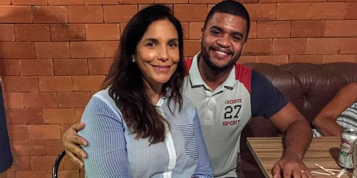 Ivete Sangalo faz primeira aparição pública após parto das gêmeas