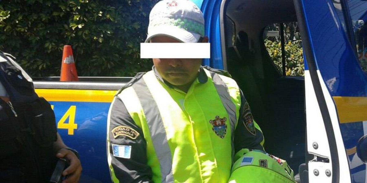 Agente PMT detenido por presuntos actos de corrupción en Chinautla