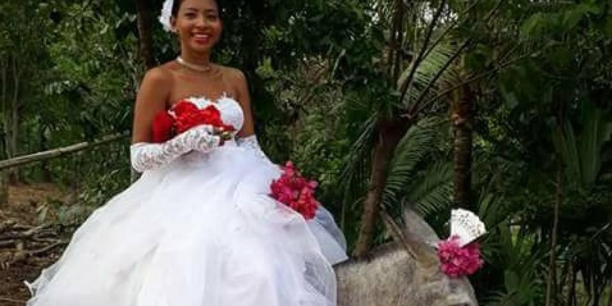 Joven llega a su boda en un burro y se hace viral