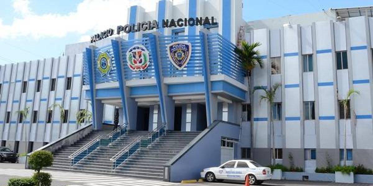 Policía captura dos estafadores que vendían vehículos rentados falsificando documentos