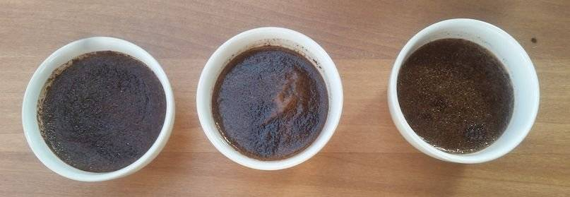 l agua caliente se encarga de hacer que los vapores se liberen y aprecies mejor los aromas del café.