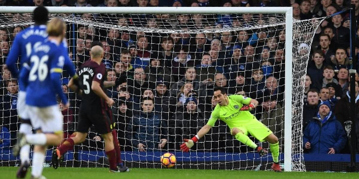 Claudio Bravo nuevamente es suplente en la portería del Manchester City
