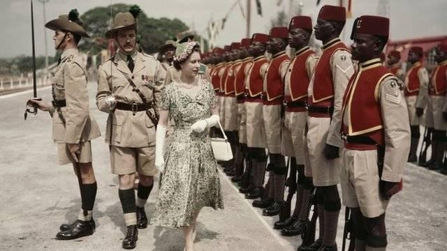 Solicita reina Isabel II que el príncipe Carlos sea su sucesor