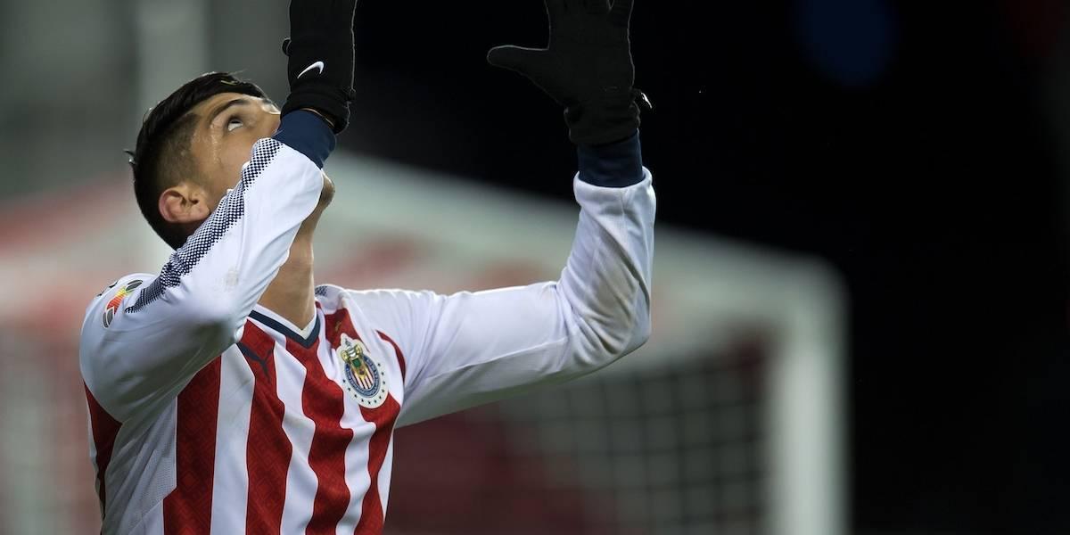Alan Pulido reconoce que en su gol intentó disparar a primer poste