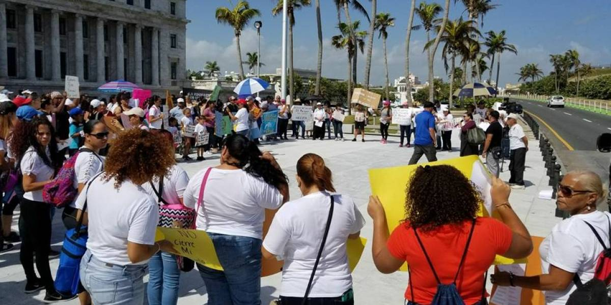 Padres llegan a El Capitolio contra el cierre de escuelas