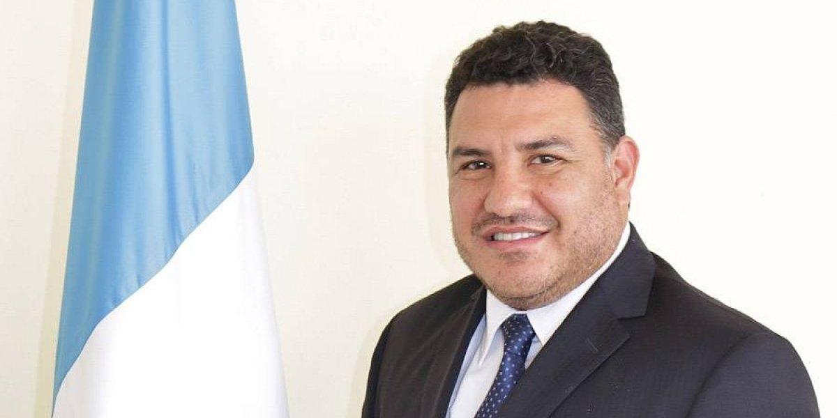 "Ministro deja de ser ""Agrónomo Honorario"" tras fuertes reclamos"