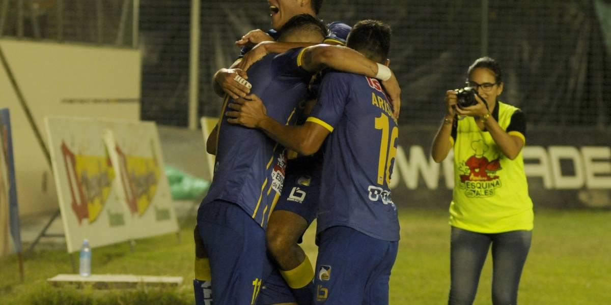 Delfín sale de la crisis, gana y frena a Liga de Quito