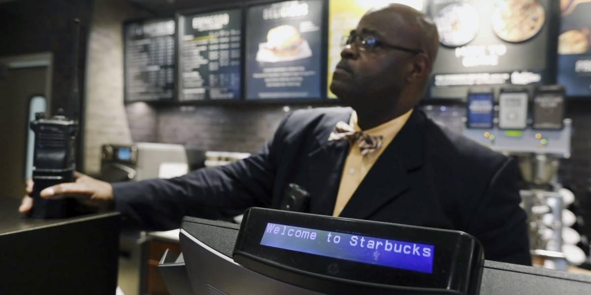 Starbucks en EEUU cerrará sus locales para capacitación contra el racismo... En Chile también se sumarán a campaña pero mantendrán tiendas abiertas