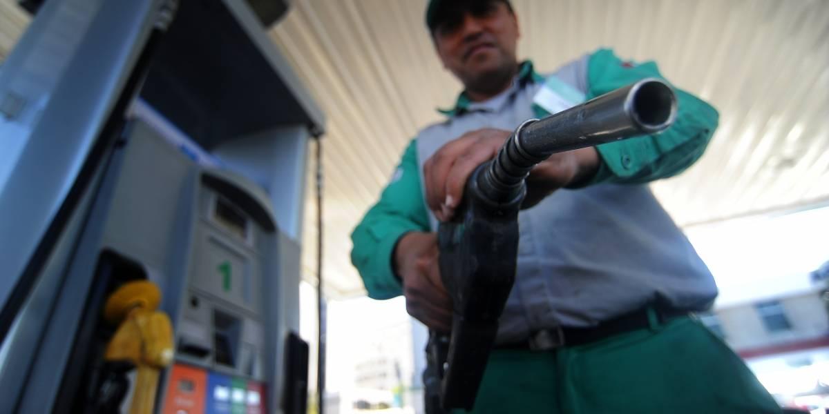 Precio de las bencinas baja este jueves