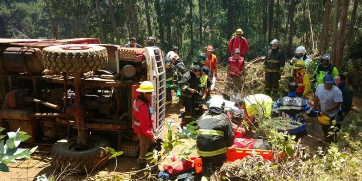Volcamiento de carro bomba deja cuatro voluntarios heridos en La Araucanía