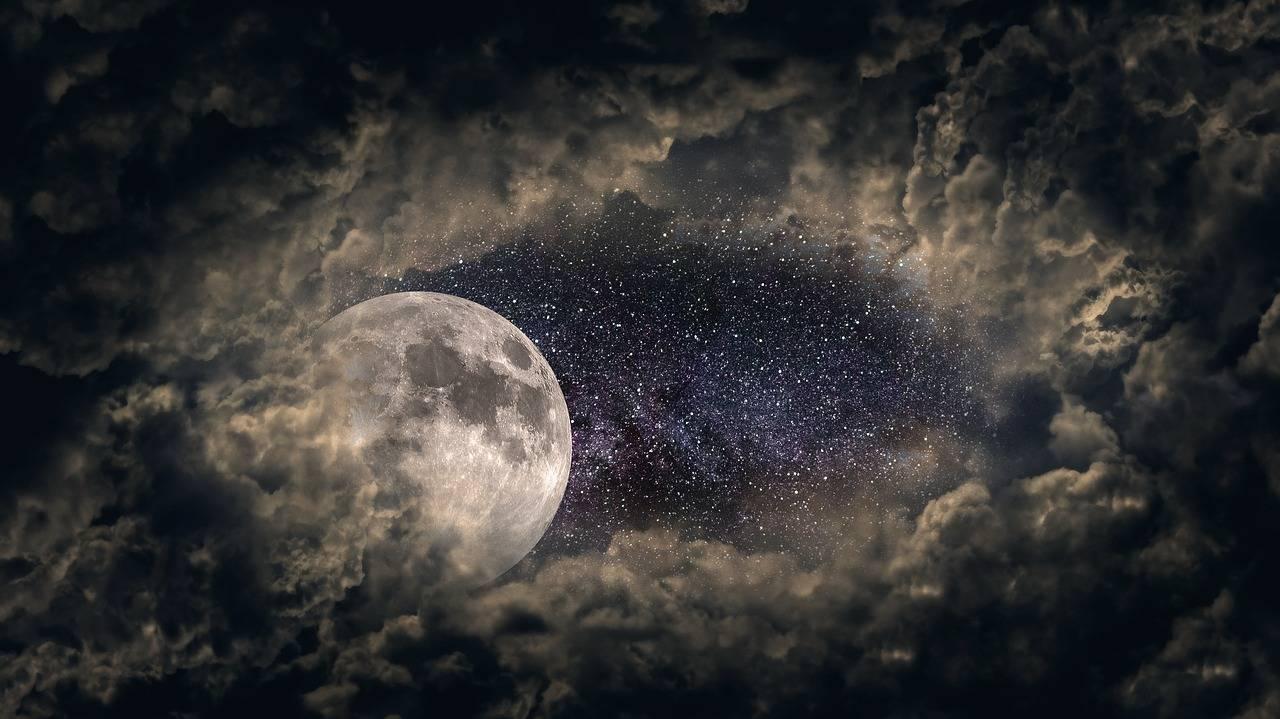 Una extraña luz rodeó la Luna en México, ¿qué era?