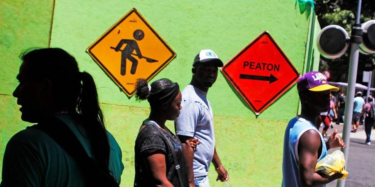 """¿Aún puedo """"meter los papeles""""? ¿Necesito contrato de trabajo para regularizarme? Responden principales dudas a migrantes en Chile"""