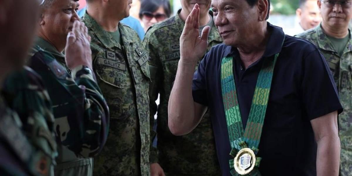 """Duterte insta que el Ejército se integre a su """"guerra antidrogas"""" en Filipinas"""
