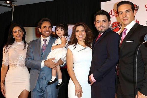 Eugenio Derbez y su familia