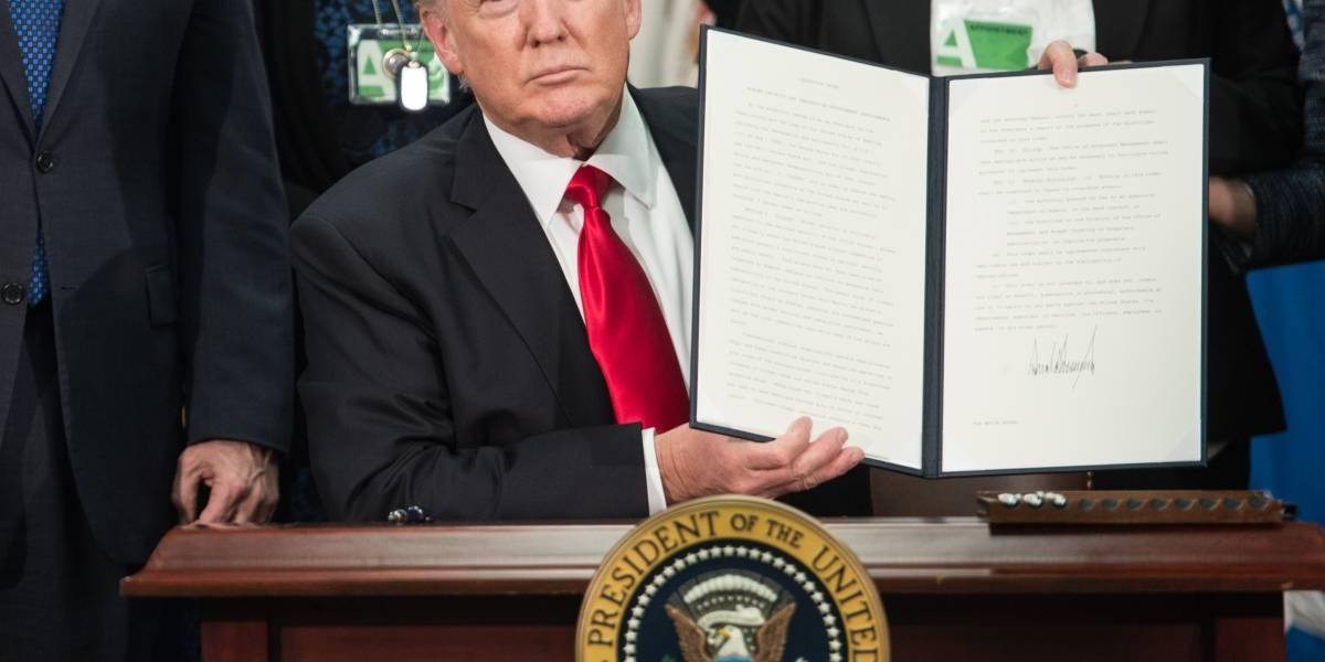 Unos mil diplomáticos de EEUU protestan contra el veto migratorio de Trump