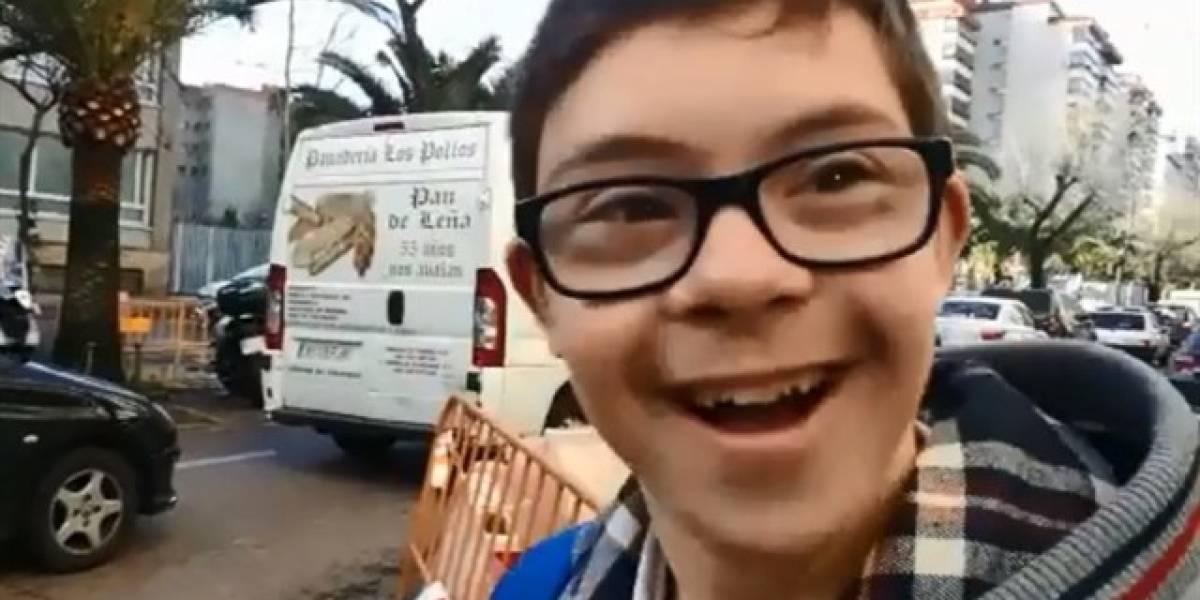 VIDEO: Reciben como héroe a joven con Síndrome de Down que ganó campeonato de Natación