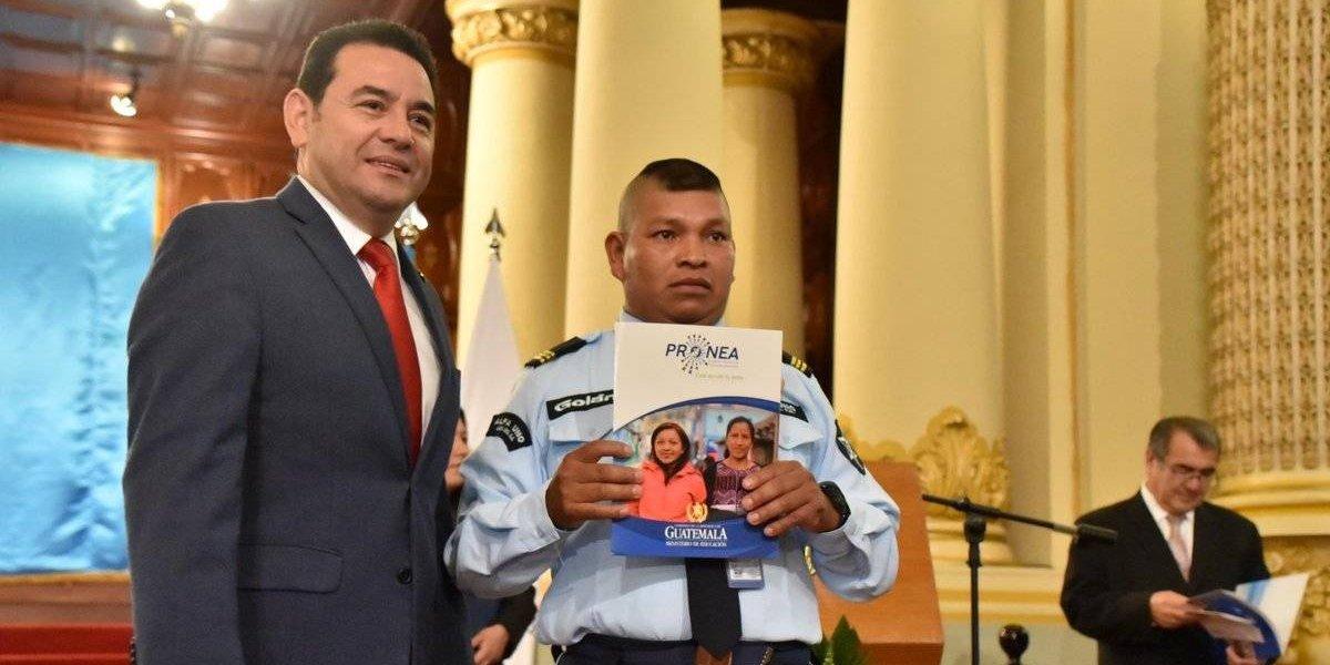 Presidente Morales lanza programa educativo contando la historia de superación de su mamá