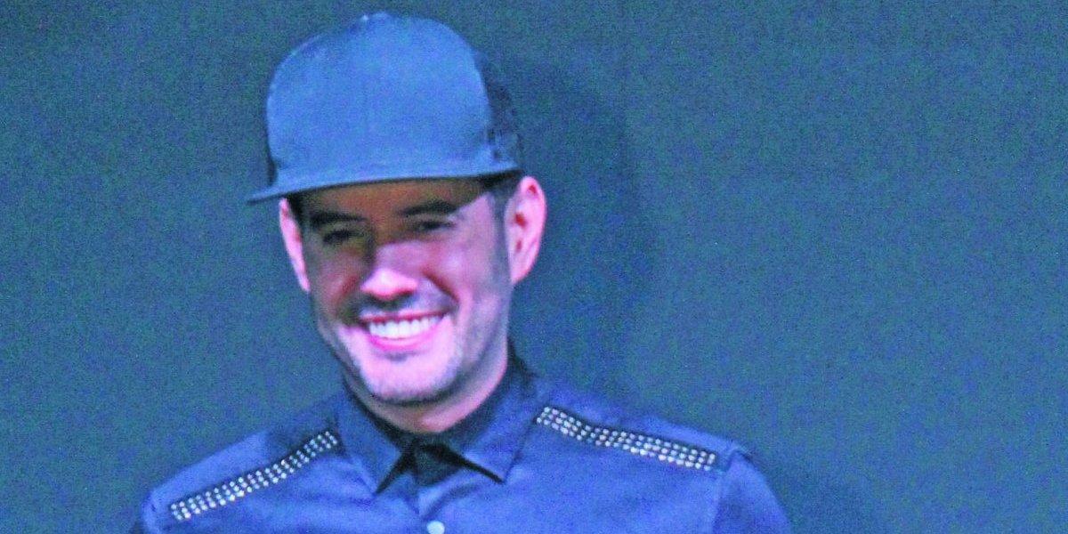 """Manny Cruz con doble alegría. Su primer disco """"Sobrenatural"""" y presentación esta noche en Hard Rock Café"""