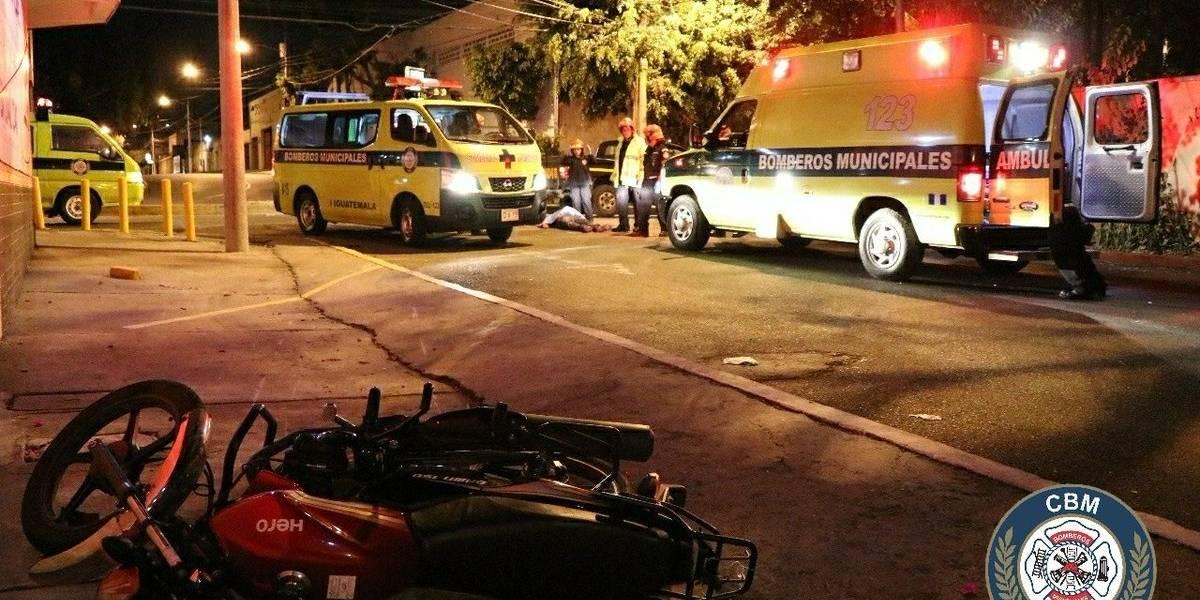 Un fallecido y un herido tras colisionar motocicleta contra pared en la zona 11