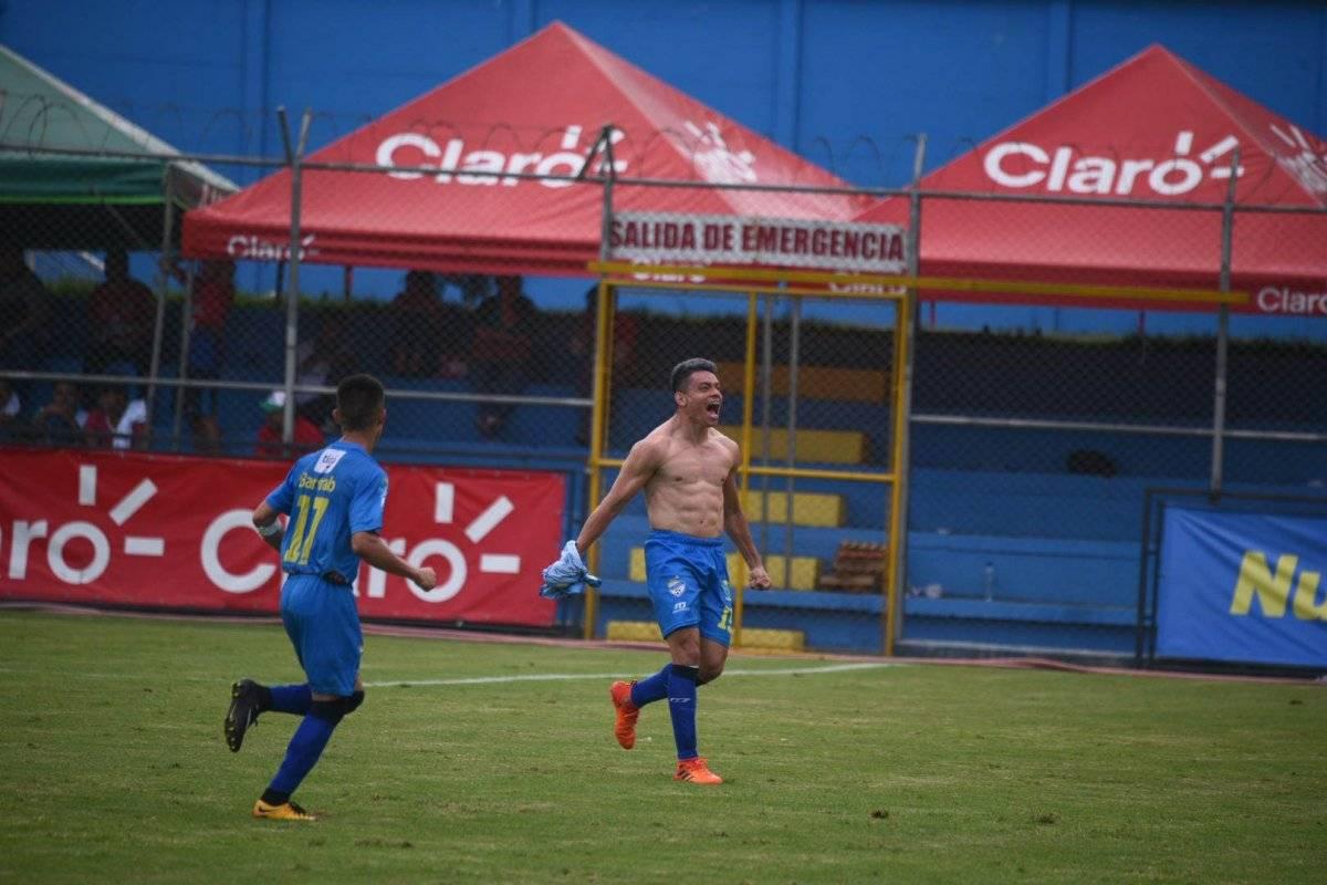 Betancourt celebra su gol