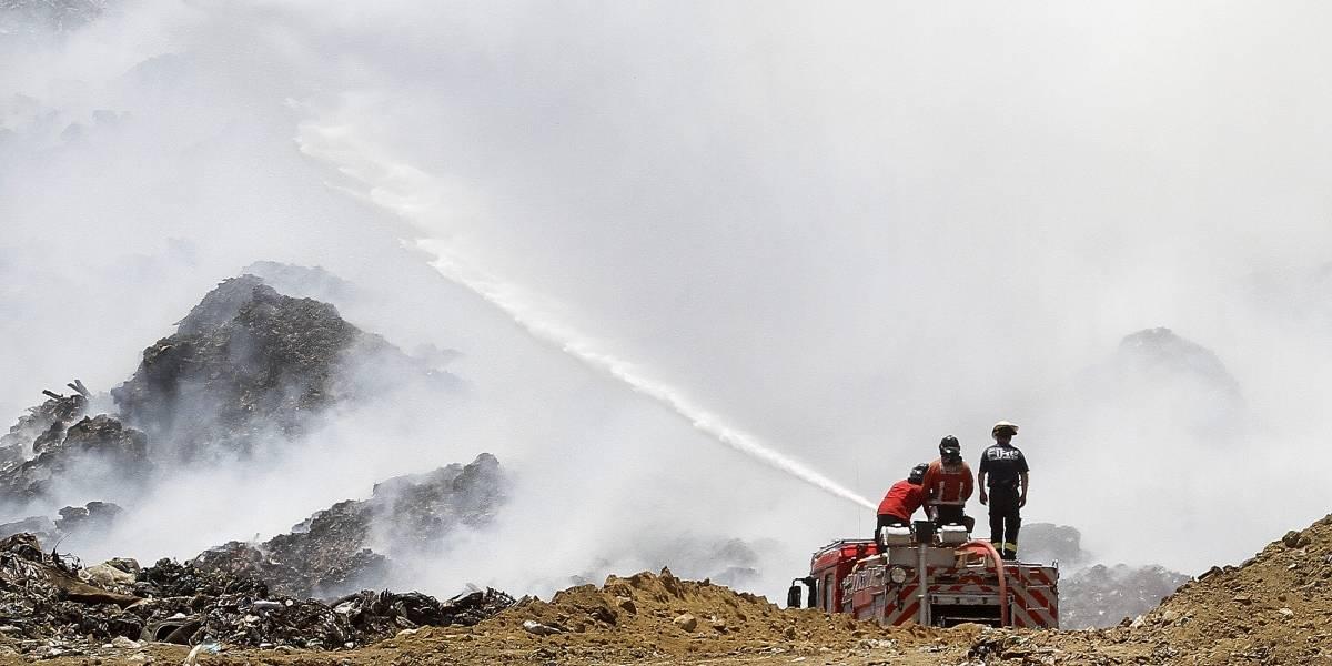 """Vecinos de relleno Santa Marta por incendios: """"Estamos preocupados de que la tragedia se repita"""""""