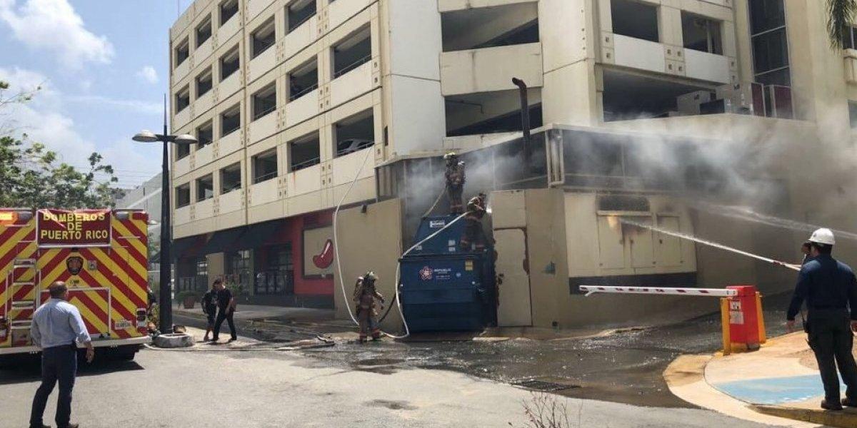 Fuego en zona de restaurantes en la Ashford