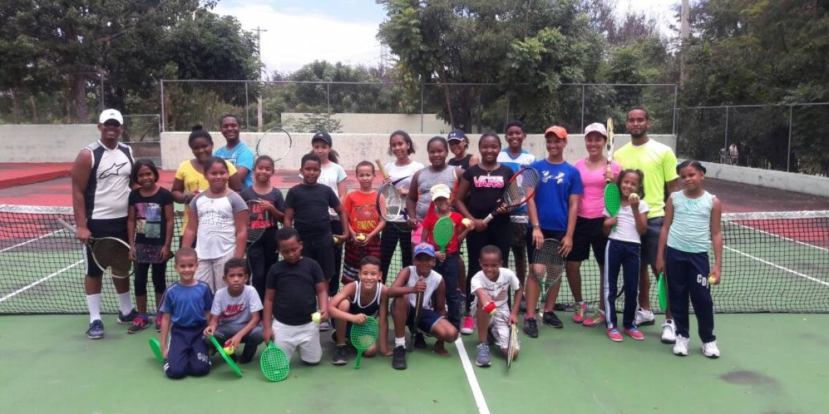 Reactivan la práctica del tenis en Barahona