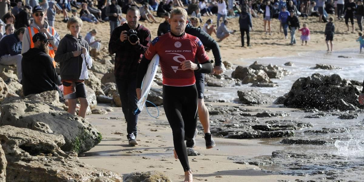 Tiburones atacan a surfistas y suspenden competencia por temor