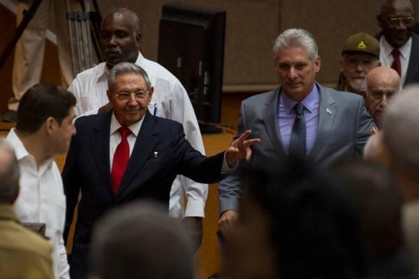 Raúl Castro y su sucesor, Miguel Díaz-Canel