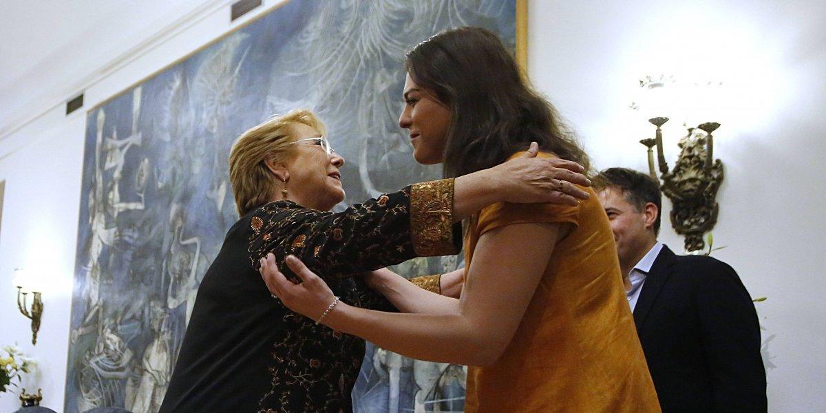 """Chile siente orgullo"": la reacción de Bachelet por aparición de Daniela Vega en revista Time"