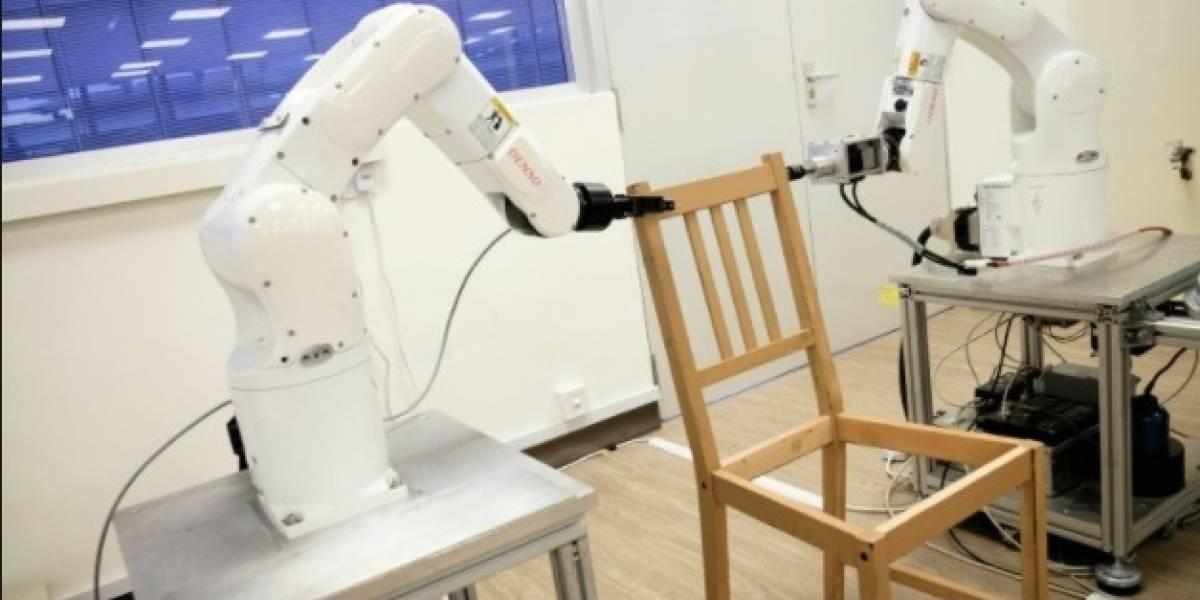 ¡Increíble! Científicos desarrollan en Singapur robot capaz de armar silla