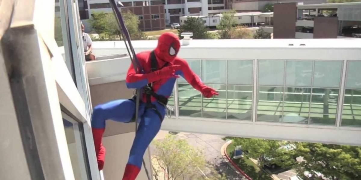 """El oscuro secreto del """"Spiderman"""" que limpiaba las ventanas de un hospital de niños: producía y distribuía pornografía infantil"""