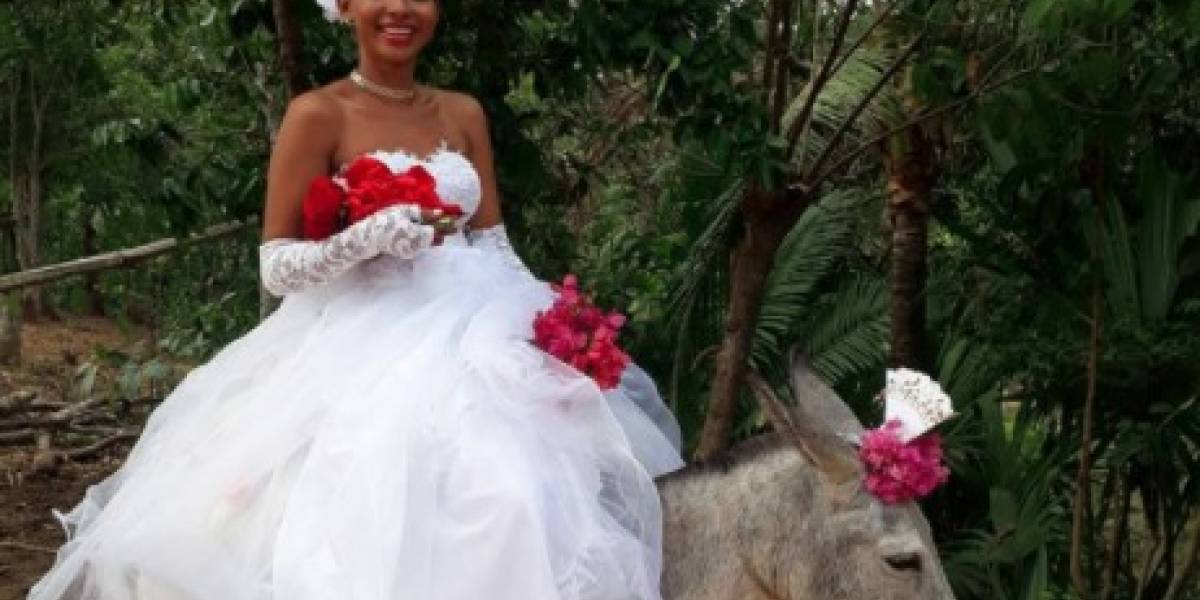 VIDEO. Joven llega a su matrimonio montada en un burro y su acción cautiva las redes