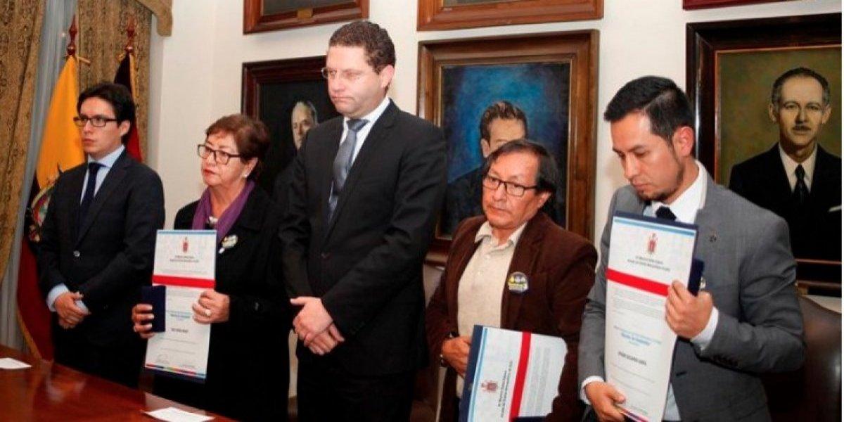 Periodistas asesinados en la frontera con Colombia recibieron homenaje Post Mortem
