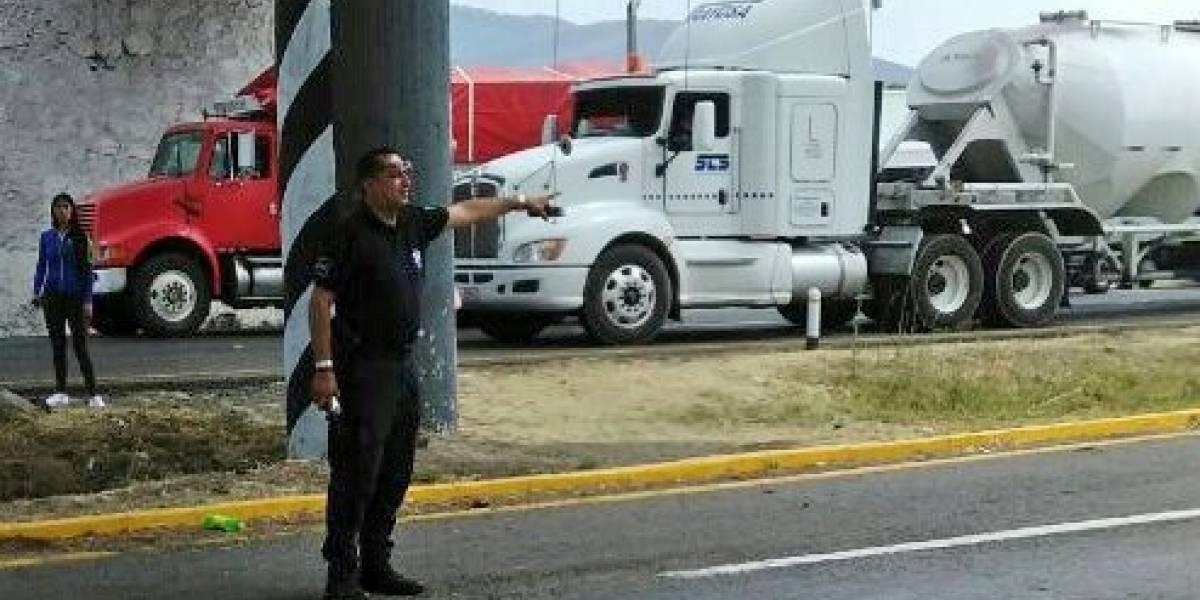 Cierran carretera de Lázaro Cárdenas por fuga de amoniaco