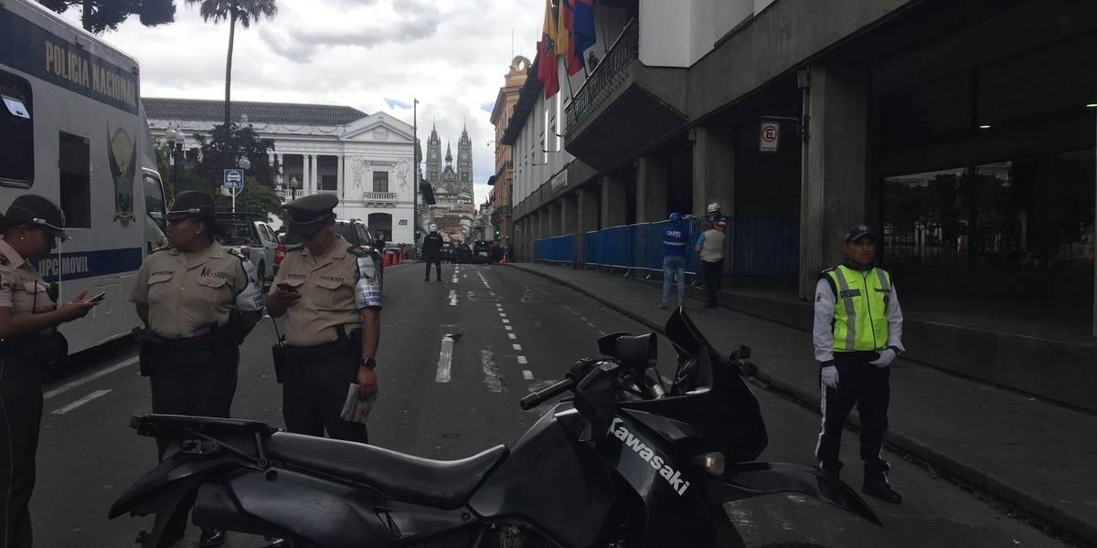 Policía confirma detonación controlada en las inmediaciones del Municipio de Quito