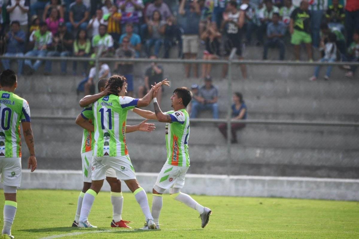 Alejandro Díaz celebra su gol ante Suchi